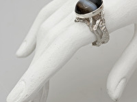 Apraksts : Kausēts gredzens ar Ahātu, Materiāls : Sudrabs