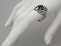 Apraksts : Kausēts gredzens ar Opālu, Materiāls : Sudrabs