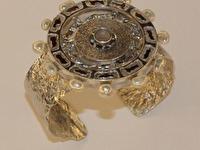 Apraksts : Rokassprādze ar kausētu faktūru un Pērlēm, Materiāls : Sudrabs ar Zeltu